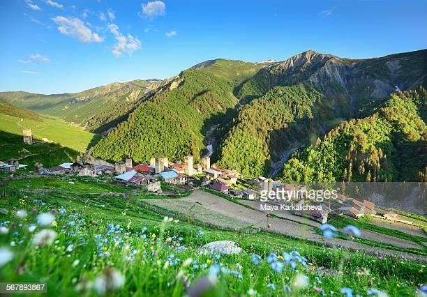 adishi village, caucasus mountain, svaneti,georgia - kaukasus geografische lage stock-fotos und bilder