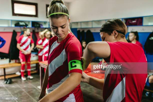 adjusting captain arm band - team captain stock pictures, royalty-free photos & images