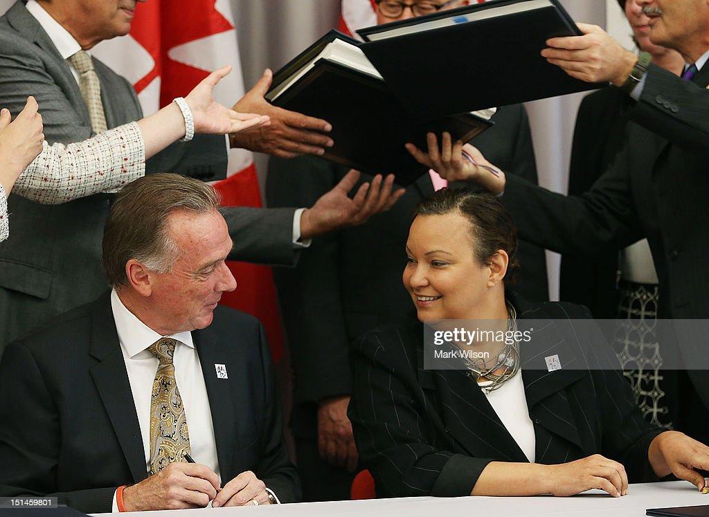 Epa Administrator Lisa Jackson And Canadian Environment Minister
