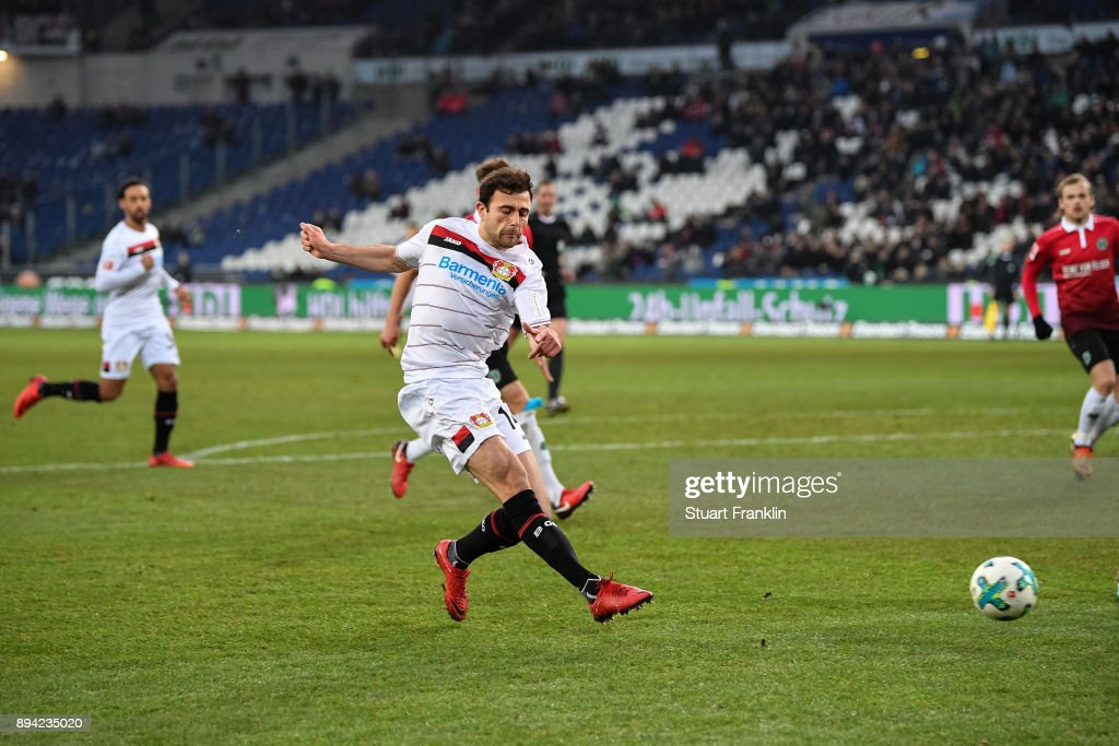 Admir Mehmedi #14 of Bayer Leverkusen scores his team's equalizing goal to make it 2-2 during the Bundesliga match between Hannover 96 and Bayer 04 Leverkusen at HDI-Arena on December 17, 2017 in Hanover, Germany.