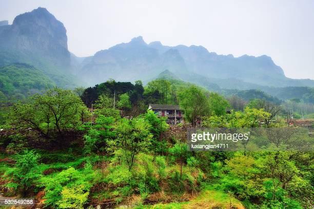 素敵な村にある南太行山脈 010 - 太行山脈 ストックフォトと画像