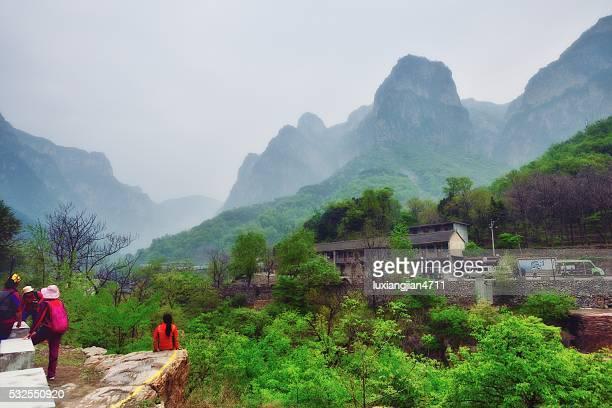 素敵な村にある南太行山脈 012 - 太行山脈 ストックフォトと画像