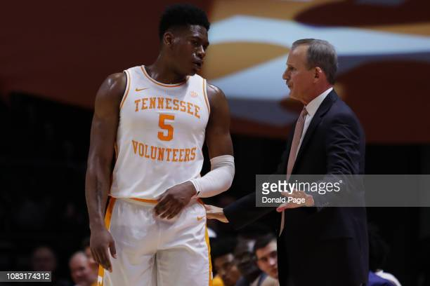 Admiral Schofield of the Tennessee Volunteers talks to head coach Rick Barnes during a game at ThompsonBoling Arena on January 15 2019 in Knoxville...