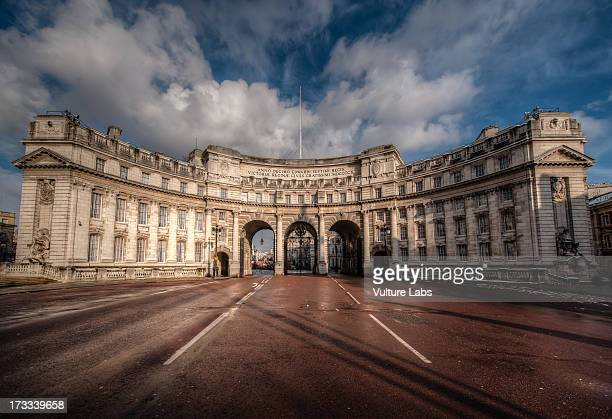 admiralty arch - trafalgar square stock pictures, royalty-free photos & images