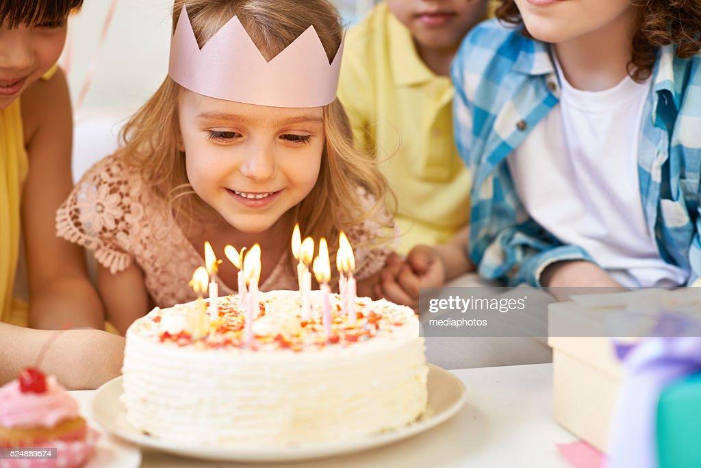 Admiring birthday candles : Stockfoto