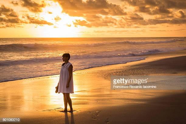 admiring the sunset in costa rica - iacomino costa rica foto e immagini stock