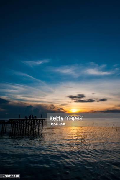 admiring the sunset - paisajes de filipinas fotografías e imágenes de stock