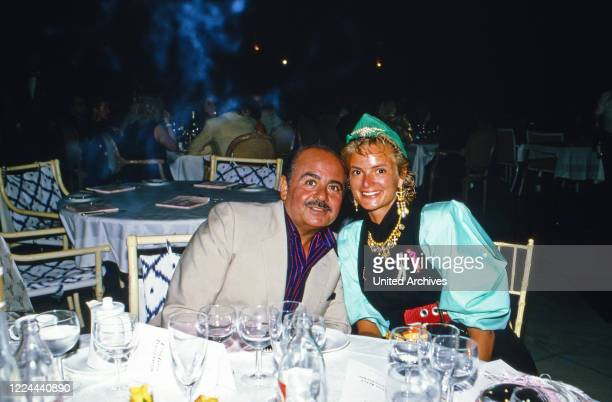 Adnan Khashoggi meets Gloria Princess of Thurn and Taxis, 1985.