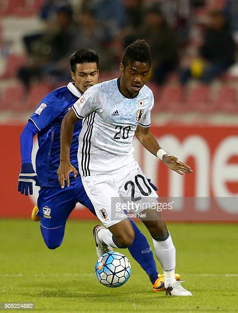 Ado Onaiwu of Japan runs with the ball during the AFC U23 Championship Group B match between Thailand and Japan at Grand Hamad Stadium on January 16...