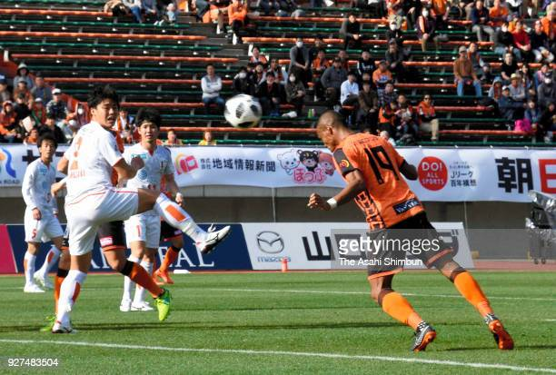 Ado Onaiwu of Renofa Yamaguchi heads the ball to score the opening goal during the JLeague J2 match between Renofa Yamaguchi and Ehime FC at Ishin...