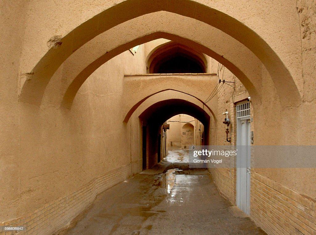 Adobe narrow alley in silk road city - Yazd, Iran : Stock Photo