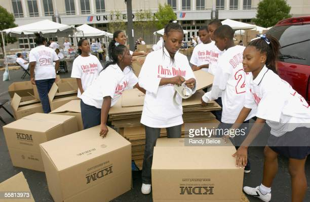 Adolescents volunteer their time at the Chris Duhon Hurricane Relief Fund event on September 15 2005 at the parking lot of the United Center in...
