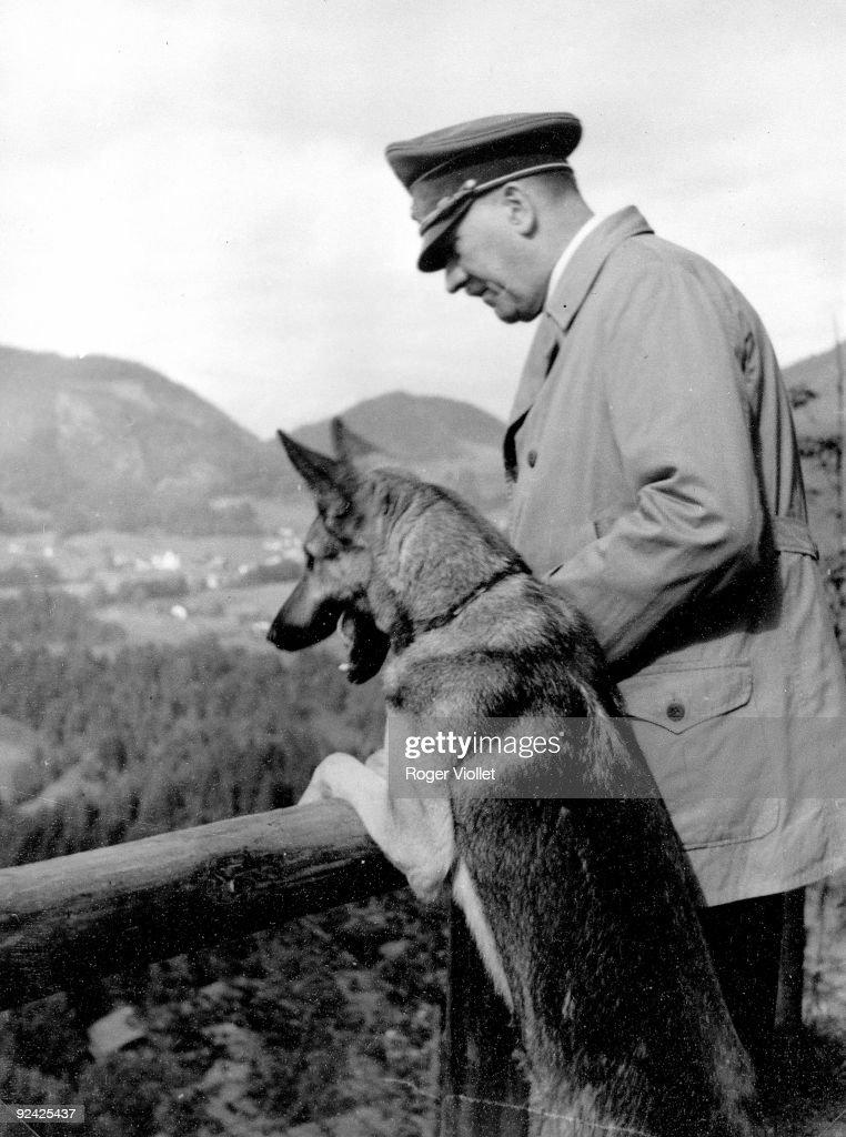 Adolf Hitler (1889-1945) and a : News Photo