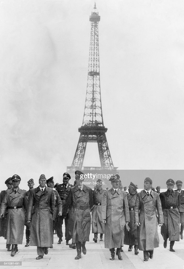 Hitler In Paris : News Photo