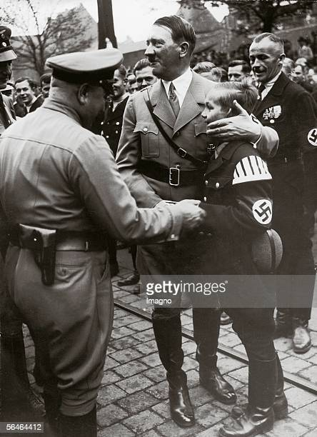 Adolf Hitler hugging a young boy Photography Around 1935 [Adolf Hitler umarmt einen Buben Photographie Um 1935]