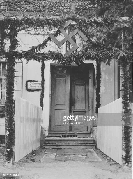 Adolf Hitler Politiker NSDAP D Der Eingang zum elterlichen Haus in Leonding bei Linz a d Donau Oberösterreich veröffentlicht 1938