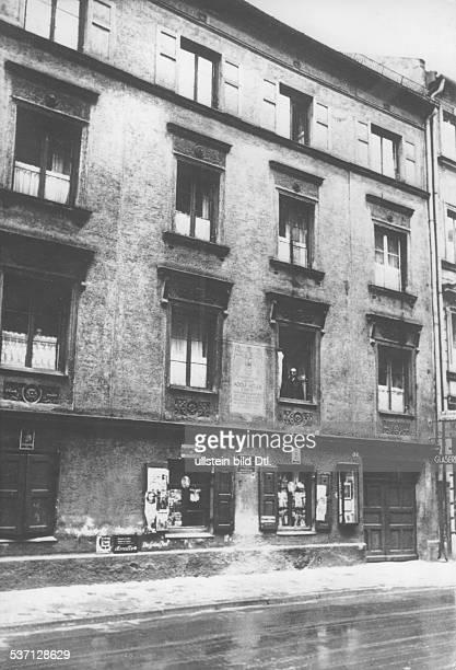 Adolf Hitler Politiker NSDAP D Unterkunft in der Schleissheimerstrasse 34 in München Schwabing veröffentlicht 1937