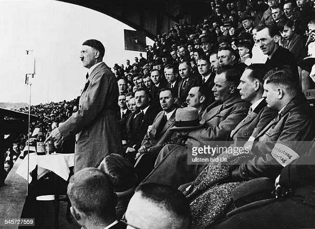 Adolf Hitler während einer Kundgebung in Oberschlesienundatiert Aufnahme PresseIllustrationen Heinrich Hoffmann