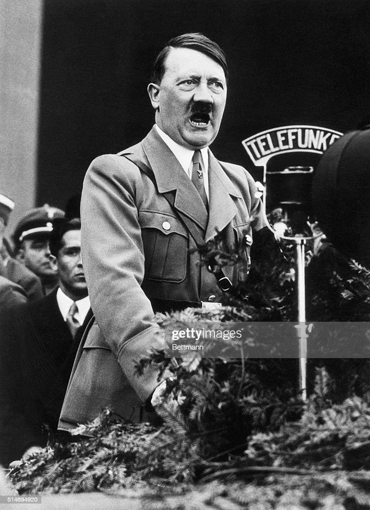 Adolf Hitler Speaking : News Photo