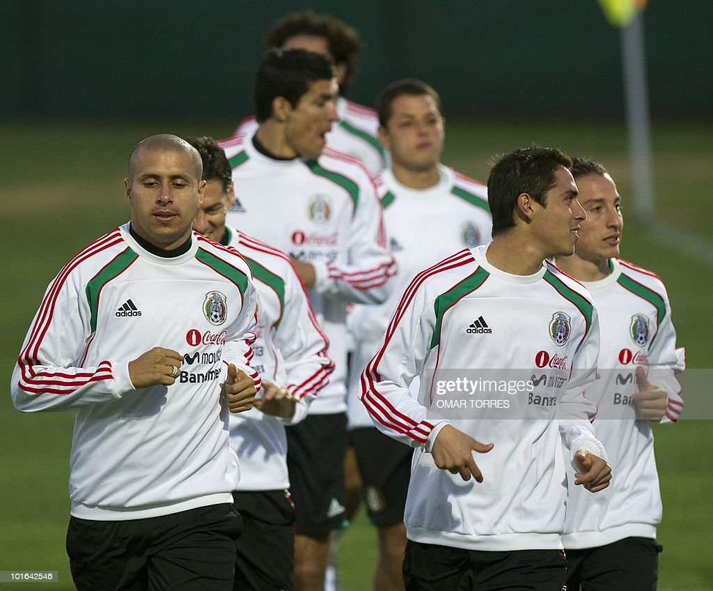 Adolfo Bautista (L) and Paul Aguilar (R) of the Mexican national team run during a training session at the Waterstone College in Johannesburg on June 5, 2010. Mexico will play their first game on June 11 in the opening match of the 2010 World Cup football tournament. AFP PHOTO / Omar TORRES