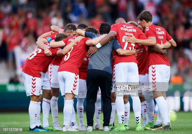 Adolfo Sormani head coach of Vejle Boldklub huddle with his players during halftime in the Danish Superliga match between Vejle Boldklub and FC...