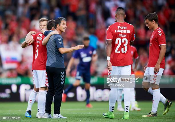 Adolfo Sormani head coach of Vejle Boldklub wit his players during halftime in the Danish Superliga match between Vejle Boldklub and FC Midtjylland...