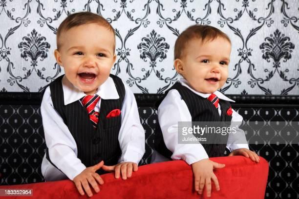 Süße identische zwei Jungen