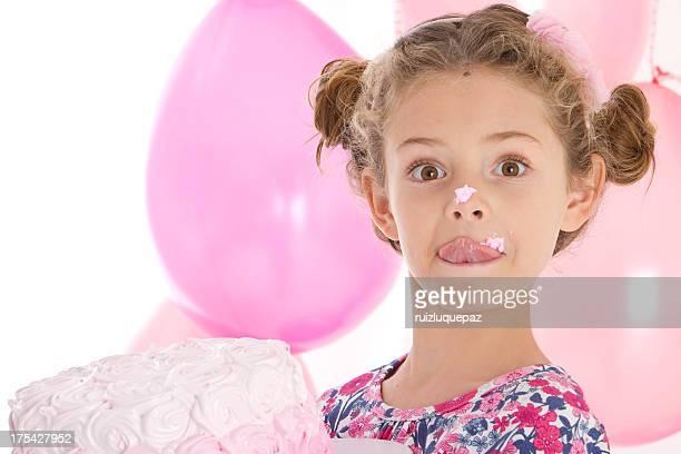Adorable kleines Mädchen in Rosa Partei