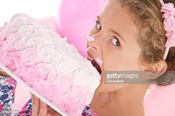 Adorable petite fille de soirée en rose