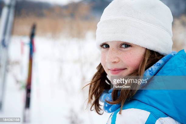 adorable little girl cross country skiing - langlaufen stockfoto's en -beelden