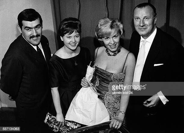 Adorf Mario Schauspieler D mit Cordula Trantow Ingrid van Bergen und Martin Held 1960