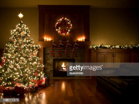Adorned Christmas Tree Wreath And Garland Inside Living Room Copyspace  Stock Photo | Getty Images