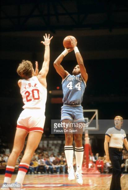 Adrian Dantley of the Buffalo Braves shoots over Jan Van Breda Kolff of the New Jersey Nets during an NBA basketball game circa 1977 at the Rutgers...