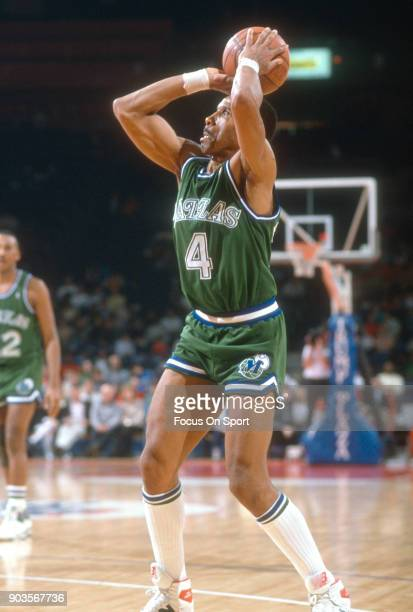 Adrian Dantley of the Dallas Mavericks shoots against the Washington Bullets during an NBA basketball game circa 1989 at the Capital Centre in...