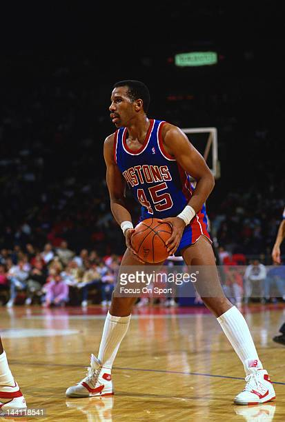 Adrian Dantley of the Detroit Pistons in action against the Washington Bullets during an NBA basketball game circa 1986 at the Capital Centre in...