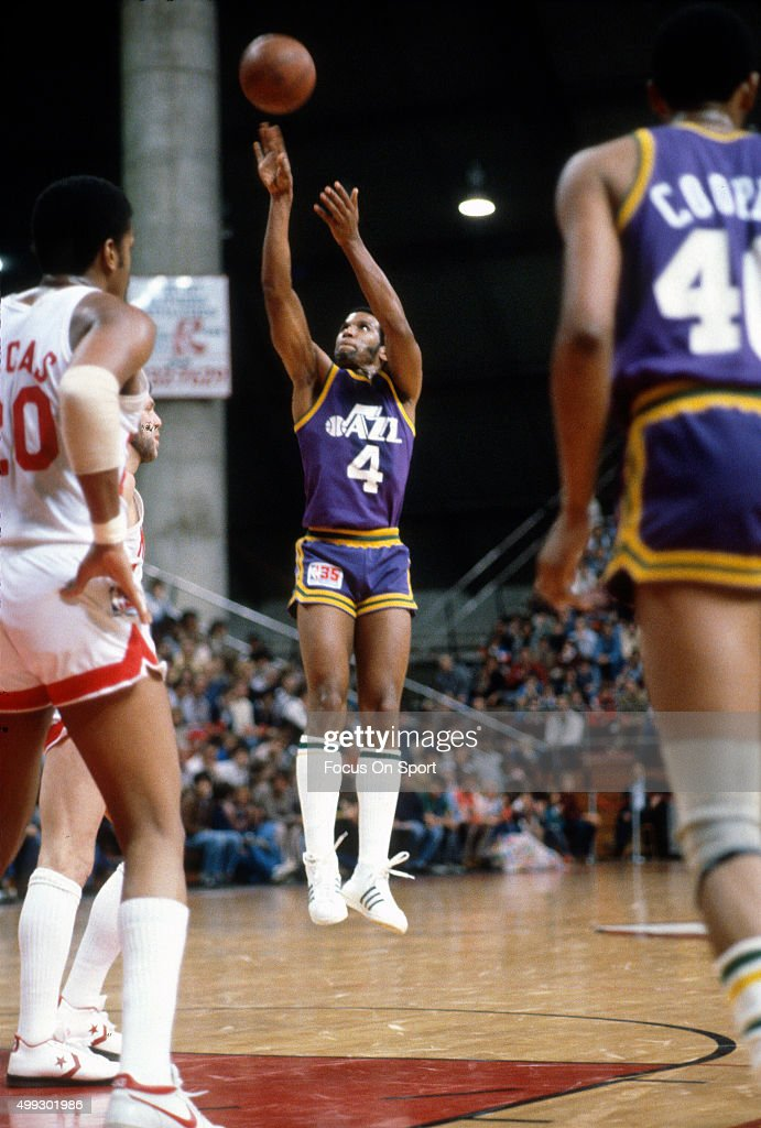 9803147776a52 Adrian Dantley of the Utah Jazz shoots against the New Jersey Nets ...