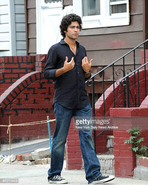 Adrian Grenier filming of HBO's Entourage in Maspeth Queens in this episode the boys are returning home from LA to visit their old neighborhood