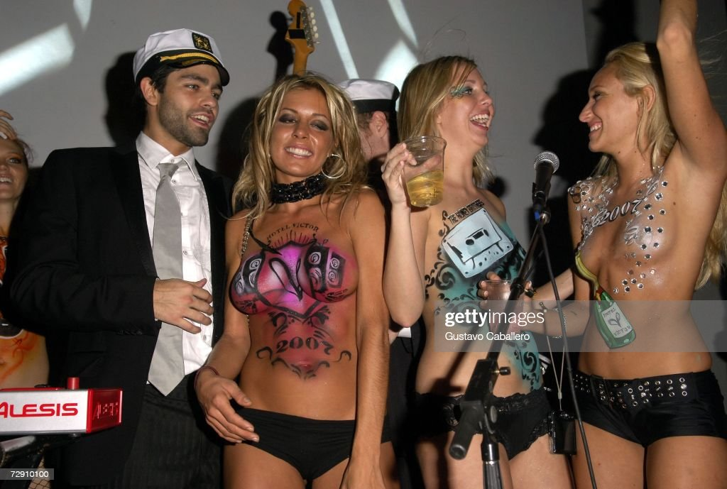 Adrian Grenier Onstage With Body Painted Models On New Years Eve At Hotel Victor December