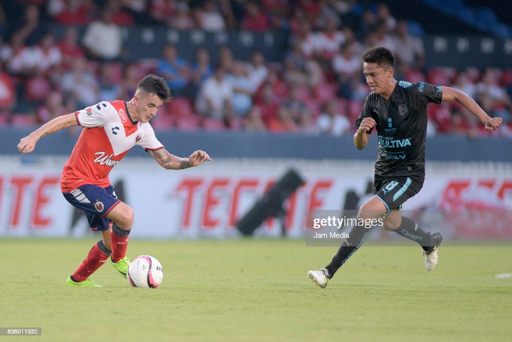 Adrian Luna (L) of Veracruz and Javier Guemez (R) of Queretaro fight for the ball, during the fifth round match between Veracruz and Queretaro as part of the Torneo Apertura 2017 Liga MX at Luis 'Pirata' de la Fuente Stadium on August 20, 2017 in Veracruz, Mexico.