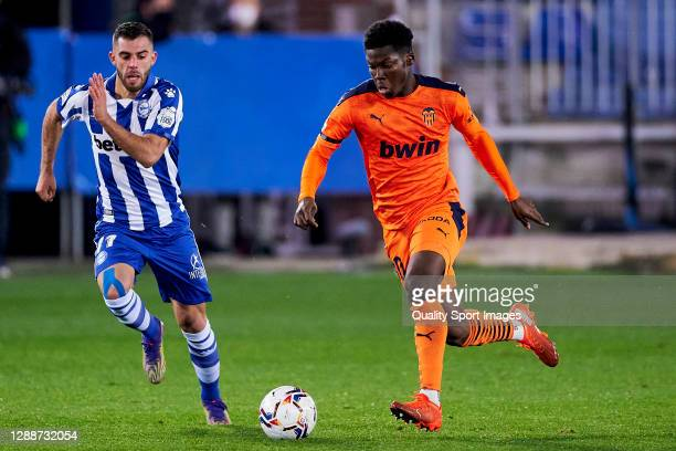 Adrian Marin of Deportivo Alaves battle for the ball with Yunus Musah of Valencia CF during the La Liga Santander match between Deportivo Alavés and...
