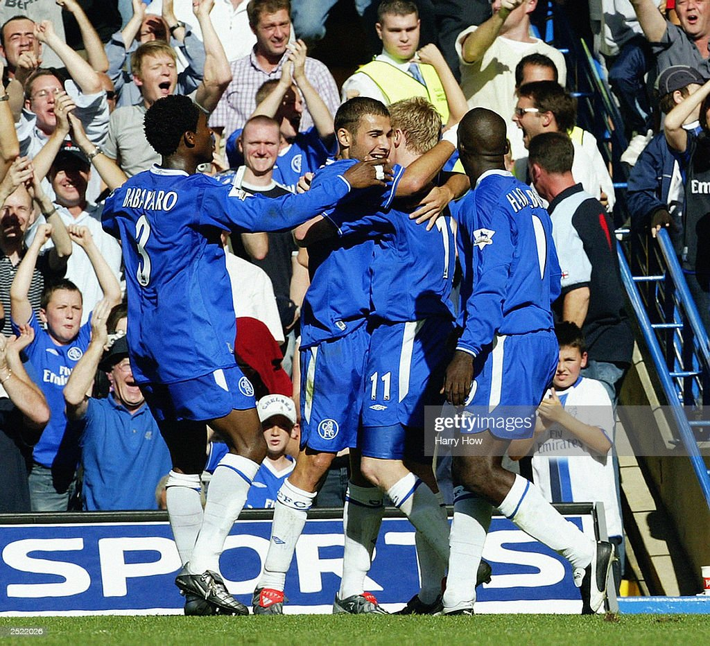 Adrian Mutu of Chelsea celebrates scoring Chelsea's second goal with his team mates : News Photo