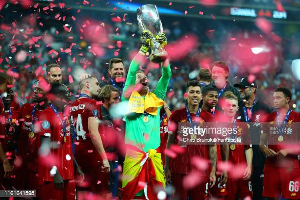 Adrian of Liverpool lifts the trophy with his team-mates at the end of the UEFA Super Cup match between Liverpool and Chelsea at Vodafone Park on...