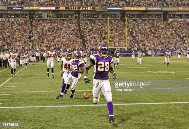Adrian Peterson of the Minnesota Vikings runs for a fourth quarter touchdown during an NFL game against the Atlanta Falcons at the Hubert H Humphrey...
