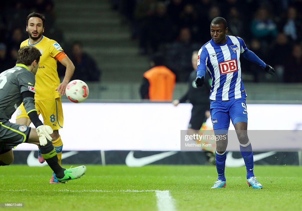 Adrian Ramos (R) of Berlin scores the second goal during the Second Bundesliga match between Hertha BSC Berlin and Eintracht Braunschweig at Olympic stadium on April 8, 2013 in Berlin, Germany.