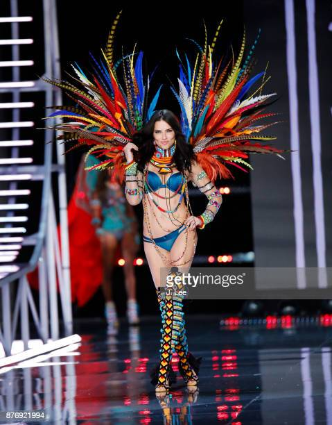 Adriana Lima at the 2017 Victoria's Secret Fashion Show runway on November 20 2017 in Shanghai China