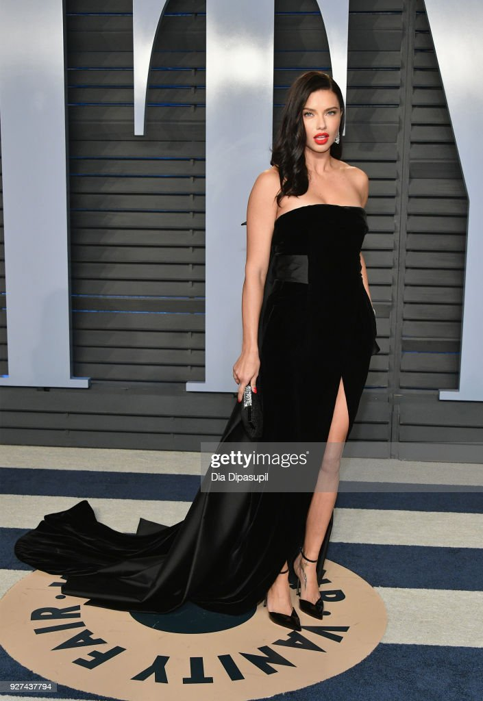 Adriana Lima attends the 2018 Vanity Fair Oscar Party hosted by Radhika Jones at Wallis Annenberg Center for the Performing Arts on March 4, 2018 in Beverly Hills, California.