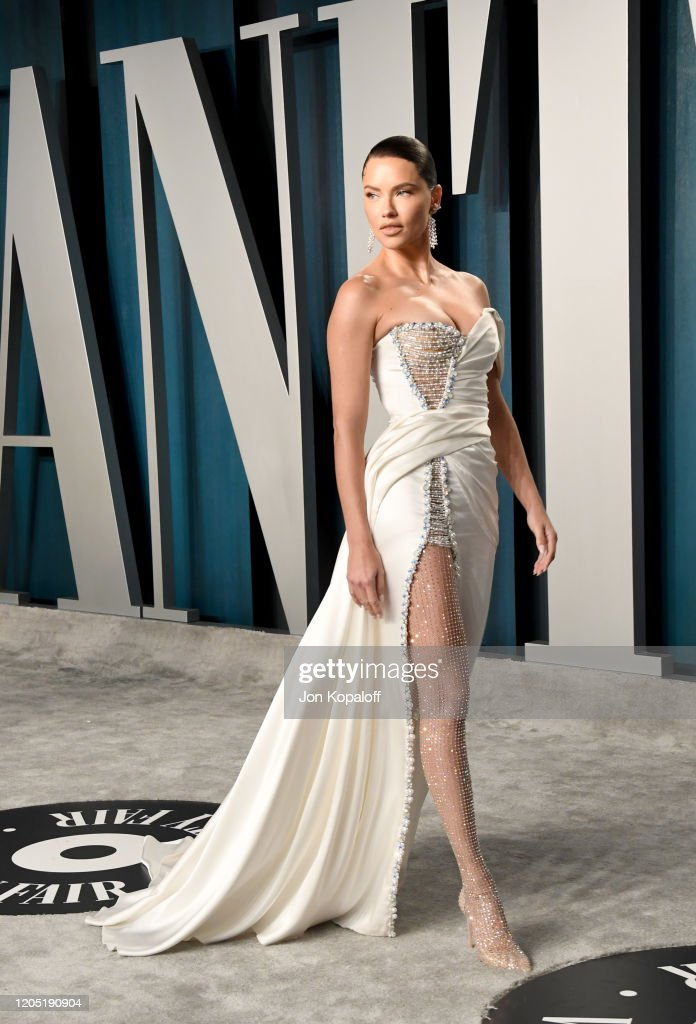 Adriana Lima Attends The 2020 Vanity Fair Oscar Party Hosted By Foto Jornalistica Getty Images