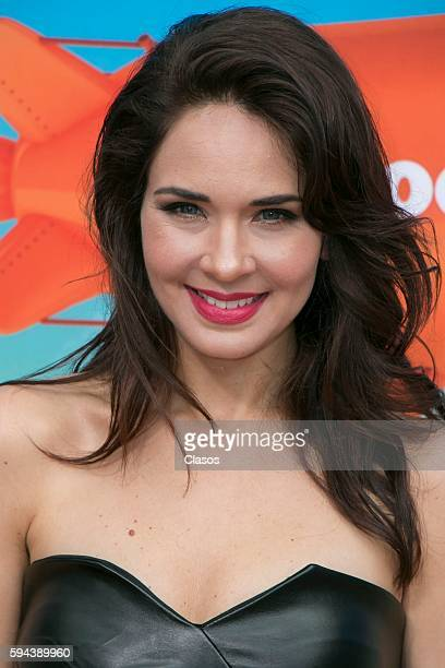 Adriana Louvier poses for pictures during the Kids Choice Awards Mexico 2016 Red Carpet at Auditorio Nacional on August 20 206 in Mexico City Mexico