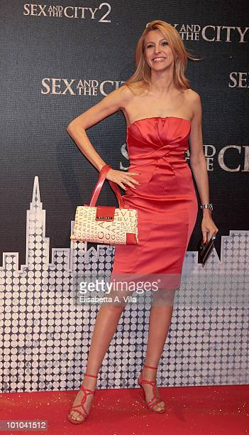 """Adriana Volpe attends """"Sex & The City 2"""" premiere at Warner Moderno Cinema on May 27, 2010 in Rome, Italy."""