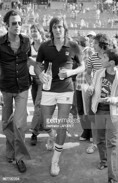 Adriano Panatta après sa victoire en finale de RolandGarros le 13 juin 1976 Paris France